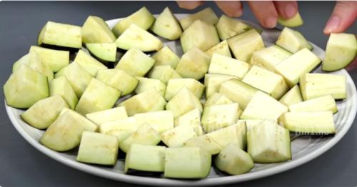 Открыла для себя новый рецепт из баклажанов: трачу 15 минут — и вкусная закуска на столе 6