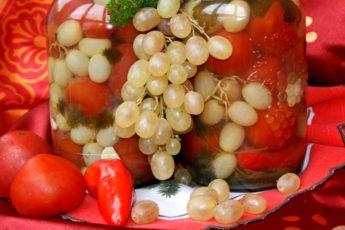 Помидоры маринованные с виноградом. Самый вкусный рецепт 1