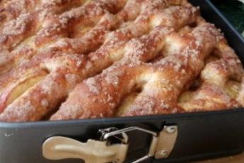 Потрясающий яблочный пирог из сдобного теста: и стол, и руки останутся чистыми 1
