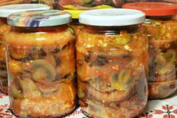 Рецепт салата из баклажанов и грибов на зиму. Получается сытным и вкусным 1