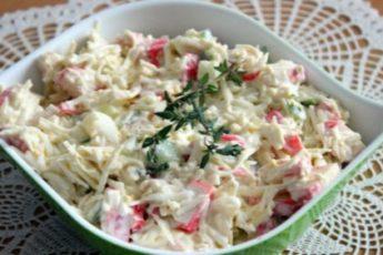 Рецепт вкусного и легкого праздничного салата с крабовыми палочками 1