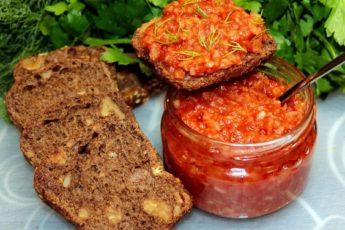 Такую очень простую, забытую советскую закуску из лука готовят мои родители: вкусно, сытно, дёшево и витаминно 1