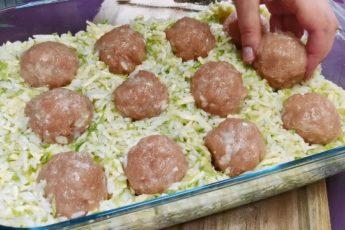 Закладываю фрикадельки в тёртые кабачки: вкусный ужин для всей семьи 1