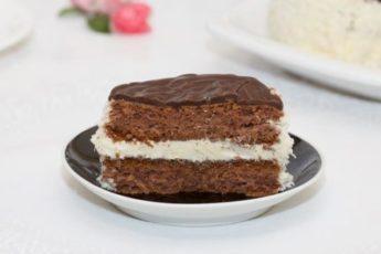 Кокосовое пирожное с ванильным и шоколадным кремом 1