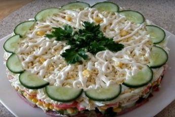 Слоеный салат «Новинка» — готовится очень просто 1