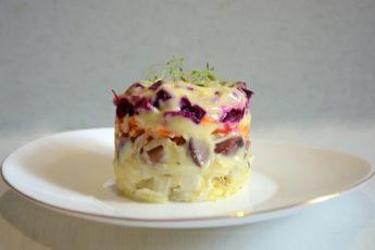 chto-dobavit-v-selyodku-pod-shuboj-chtoby-vkus-salata-zazvuchal-po-novomu-1
