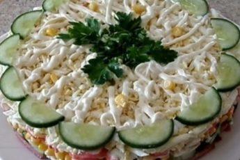 recept-nezhnogo-sloenogo-salata-kotoryj-stanet-glavnoj-zakuskoj-na-prazdnichnom-stole-1